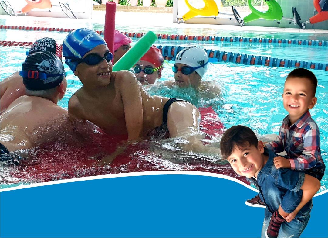 Banner porta un amico in piscina con te